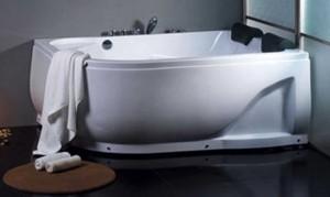 Holiday home bathtub