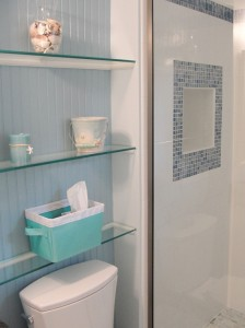 Shelving in niche behind WC