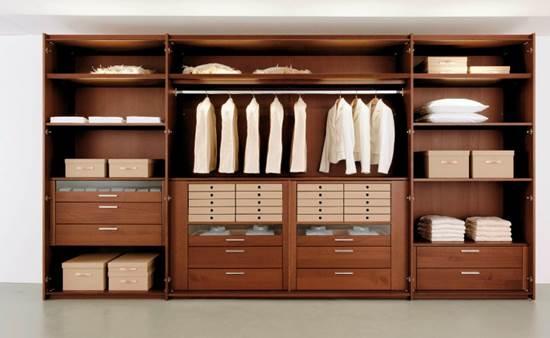 Wardrobe in niche